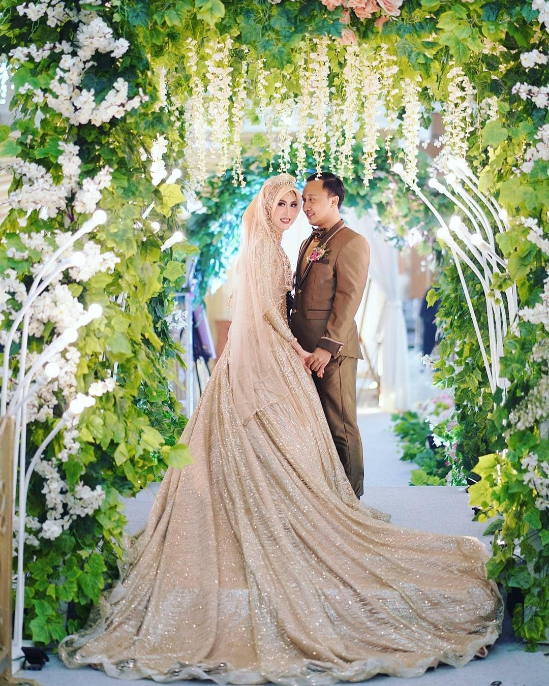 busana pernikahan